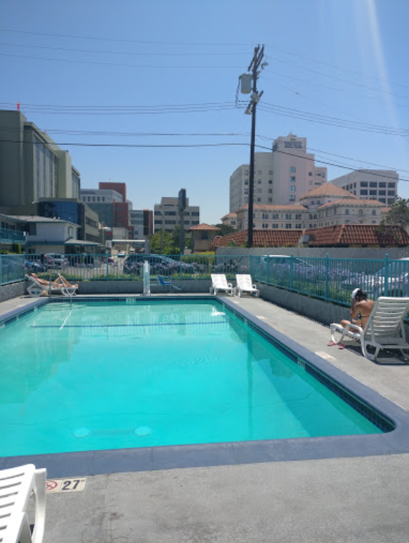 Cheap hotel pricing with pool at The Travelodge by Wyndham in Hollywood, CA